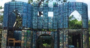 قرى مبنية من العلب البلاستيكية