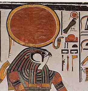 Horus dios halcon egipcio con esfera sobre su cabeza halo o Ra