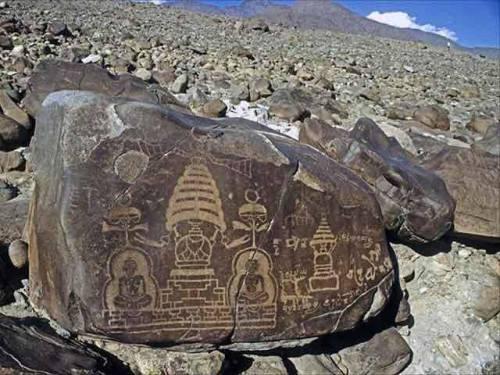 Vimanas en petroglifos de Diamer Basha,en Pakistán.