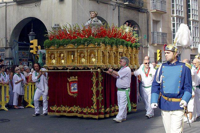 Procesión con el busto de San Lorenzo (foto. Conchi Arnal).