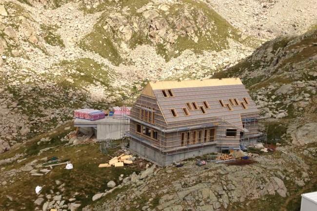 Refugio de Cap de Llauset en obras.