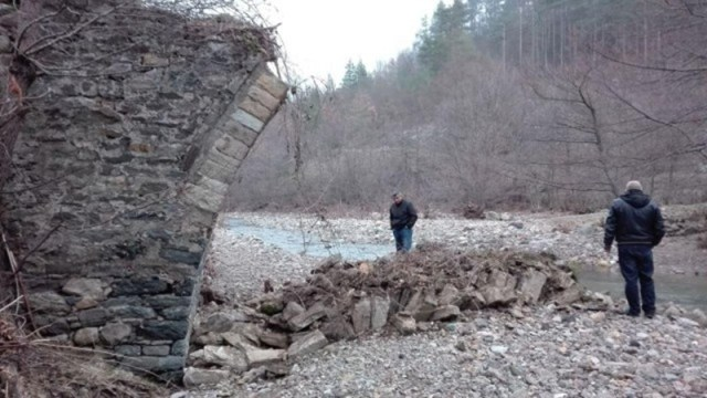 Here is what is left of the Ancient Roman bridge on the Peshterska River in Southern Bulgaria which has been destroyed by treasure hunters in search of a legendary gold treasure. Photo: Rhodopi24