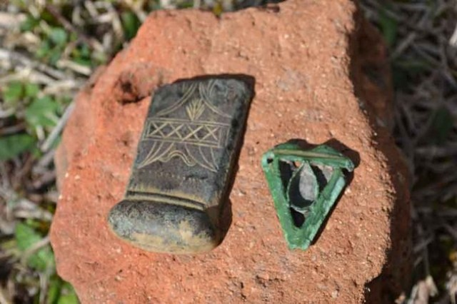 A reliquary (right) and a fragment from a decorated bronze cross from the 11th-12th century AD have been found amid the ruins of a medieval monastery near Dobromirtsi, Kirkovo Municipality, in the Rhodope Mountains in Southern Bulgaria. Photo: 24 Chasa daily
