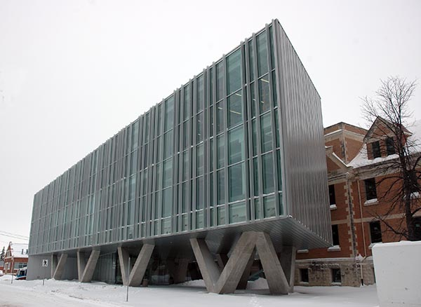 university_manitoba_admin_building_2_lge
