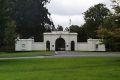 american_residence_gates_lge