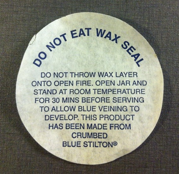 Do not eat wax seal. Sl? Frn ett krus Stilton-ost.