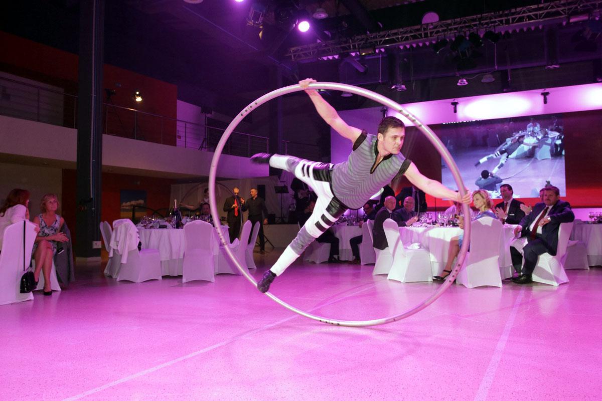 Argolla_Cyr_Wheel_Duo_Acrobats_Kia