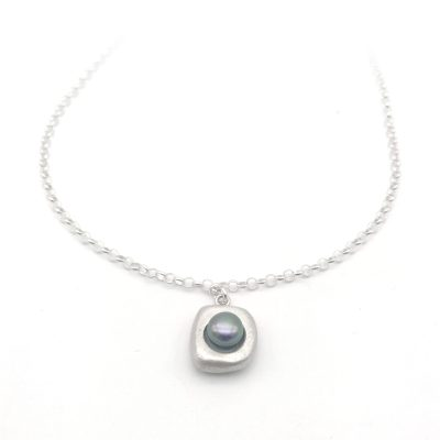Stepping Stone Silver Pearl Necklace Peacock