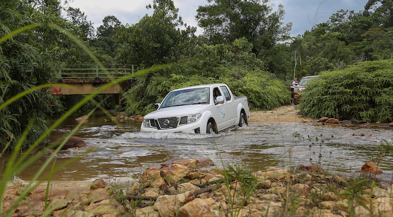 River-crossing di kawasan Air Terjun Jerangkang, Maran, Pahang