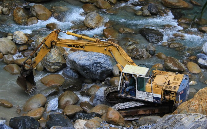 Pictures from Taroko Gorge National Park, Taiwan. A digger in Taroko Gorge.