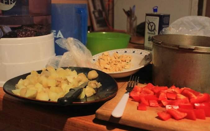 Cooking vegan pyttipanna with tofu.