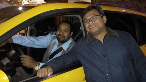 Syukur Alhamdulillaah, bertemu dengan driver taxi yang ramah dan memberi petunjuk letak masjid di Houston, TX.