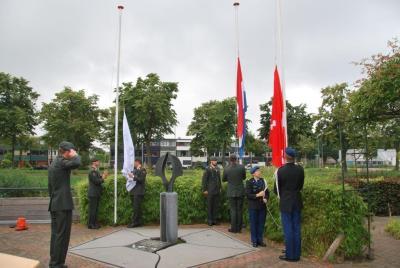 b vlaggen halfstok hangen DSC_3286