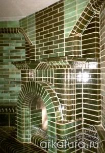 Камин из зелёного глазурованного кирпича