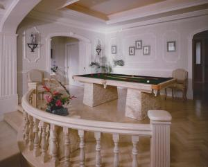 Pineapple Hill pool table__optimized