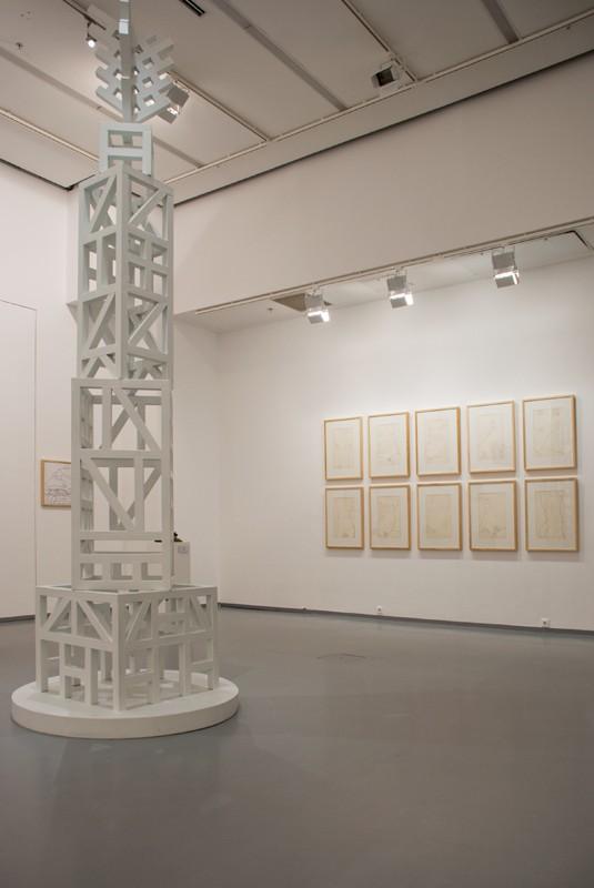 Белая башня. 2013. Металл, пигмент. Частное собрание