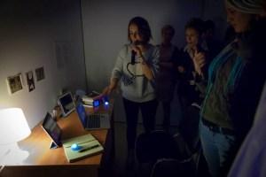 Алиса Таежная рассказывает о своей работе «Prime Time Episode 1 – News» // Выставка «Вместо глаз – увеличительные стекла», 21 декабря 2013