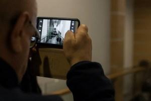 Гости фотографируют работу Натальи Торопицыной на выставке «Вместо глаз – увеличительные стекла»