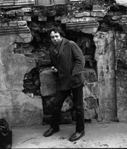 Андрей Красулин, во дворе мастерской Александра Косолапова, 1971 год // Фото: Игорь Макаревич