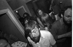 Проводы Риммы и Валерия Герловиных в их квартире, 1979 // Фото: Игорь Макаревич