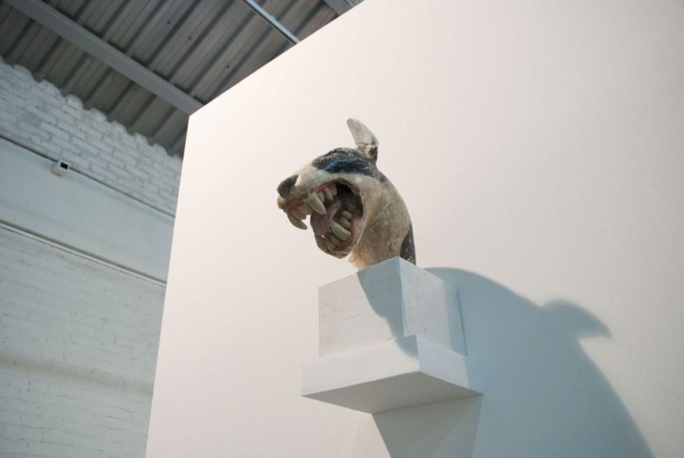 Александр Повзнер. Голова собаки. 2015. Крашеный гипс