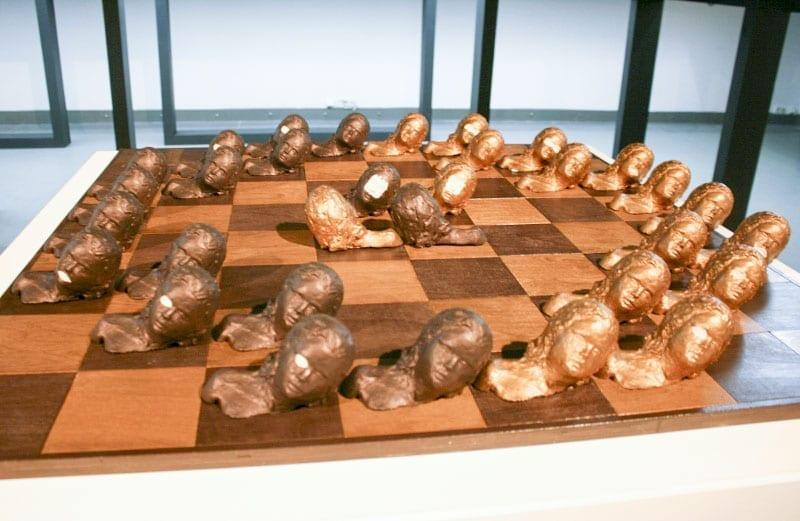 Анки ван Донген. Шахматный комплект «Игра с женщинами». 2005