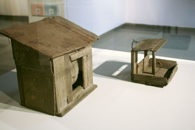 Кормушка для птиц (2000-е); Андрей Ройтер. Скрытая сфера. 2013