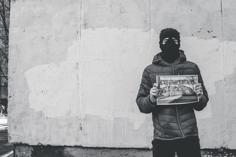 Закрашенная работа «Те, кто нас заразил этим…», Знаменская улица 5с2