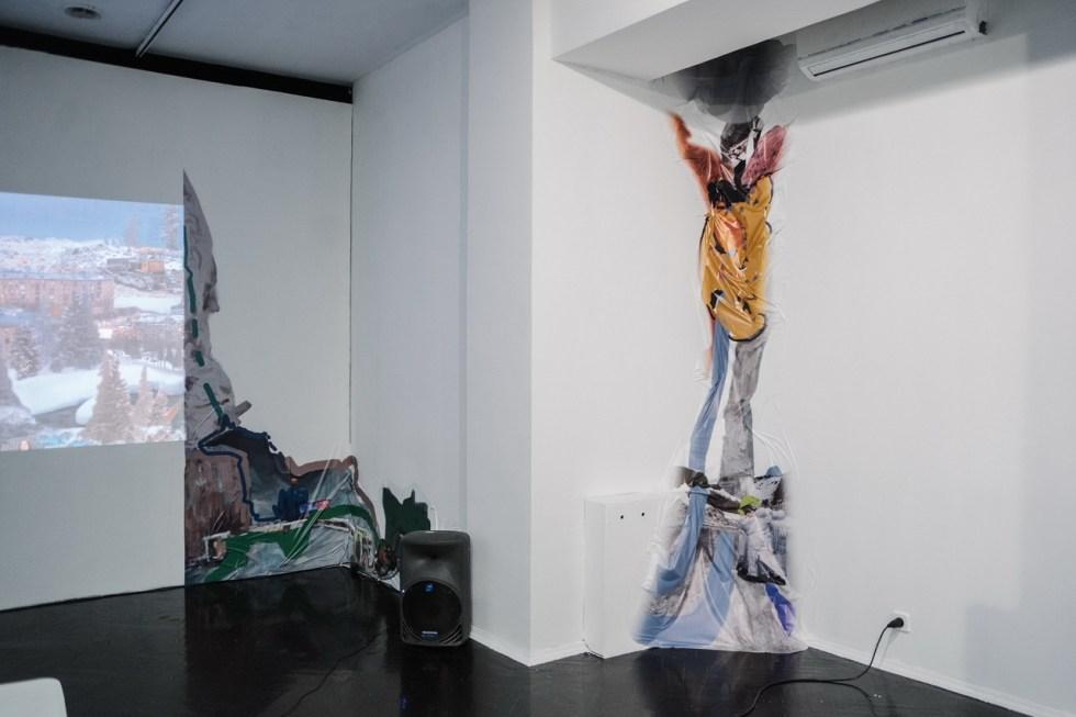 Артем Голощапов, «Нелепое равновесие», 2019. Инсталляция, самоклеющаяся плёнка, эскиз. Предоставлено художником.