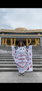 Алиса Горшенина, «Эксплуатация животных и искусство — несовместимы», 2021. Акция у Нижнетагильского государственного цирка.