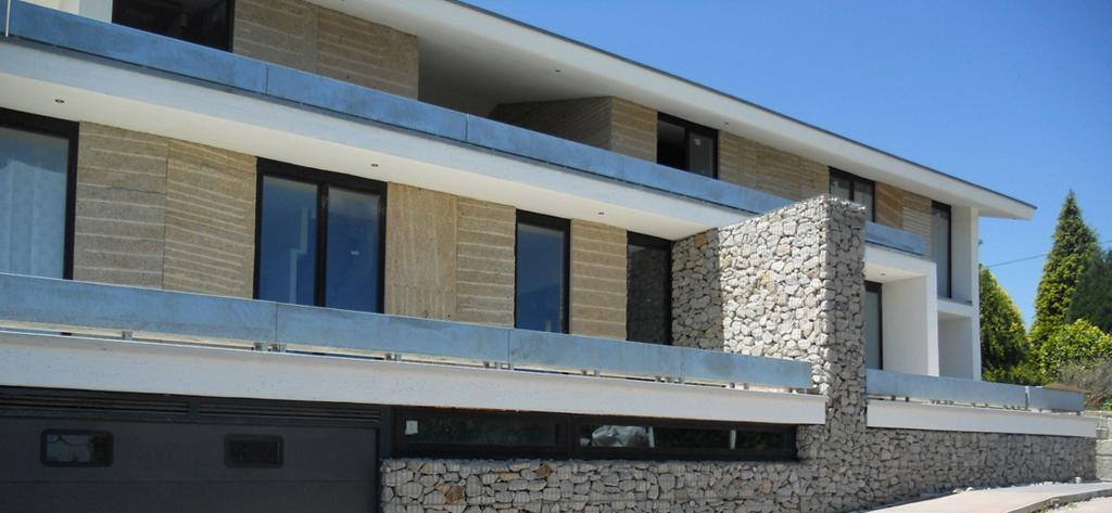Beluso casa arquitectos gaviones piedra hormigon bueu - Estudios de arquitectura vigo ...