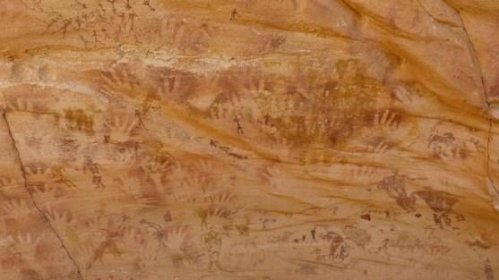 Mãos primitivas em caverna na Líbia não foram feitas por mãos humanas