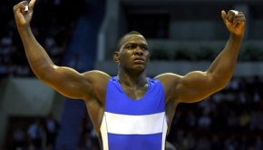 epa01125161 Mijail Lopez of Cuba celebrates after winning the gold medal in the men's Greco-Roman style120 kg final against Khasan Baroev of Russia during the Senior Wrestling World Championships in Baku, Azerbaijan, 19 September 2007.  EPA/ZURAB KURTSIKIDZE
