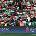 Britain Football Soccer - Celtic v Hapoel Be'er-Sheva - UEFA Champions League Qualifying Play-Off First Leg - Celtic Park - 17/8/16 Celtic fans hold up Palestine flags Action Images via Reuters / Russell Cheyne Livepic EDITORIAL USE ONLY.