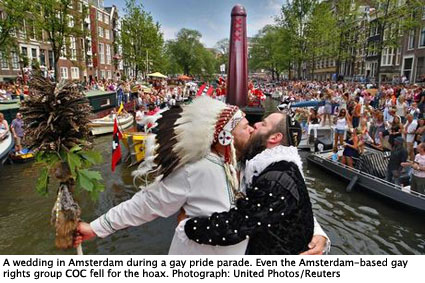 Scott Brown, dressed as a native American and Pilo Pilkes, as Henry Hudson, are married in Amsterdam