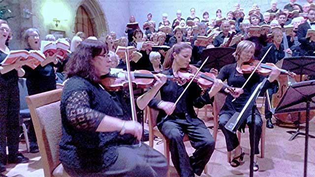 Fresh and joyous Christmas Concert from Dartington Community Choir at Dartington Great Hall (review)