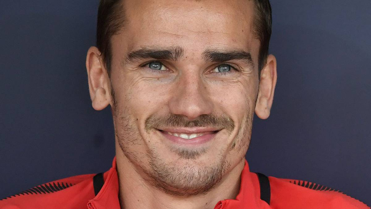 Antoine Griezmann announces his decision to stay with Atl    tico   AS com Antoine Griezmann announces his decision to stay with Atl    tico