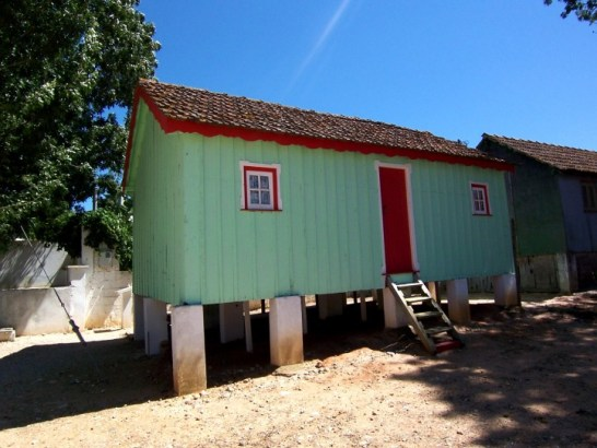 Com. Avieiras - Construção palafítica