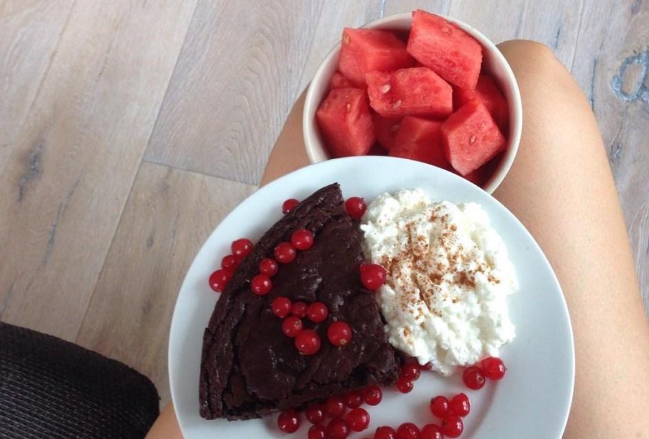 Gesunder Brownie, Wassermelone 🍉 und körniger Frischkäse mit Xucker und Waldenfarms Vanilla Creme