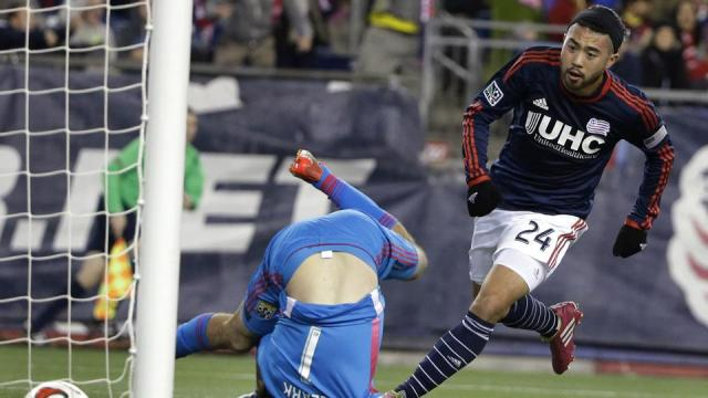 MLS Cup Playoffs: Lee Nguyen defeats Columbus Crew