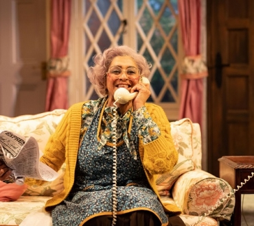 'Noises Off' – Meera Syal steals show in riotous revival of near 40-year-old Michael Frayn play…