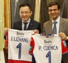 reunion-Jiang-Lizhang-presidente-GranadaCF-y-Paco-Cuenca-AlexCamara-5-958x538
