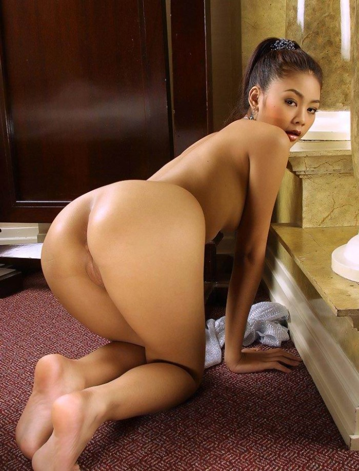 Think, asian babe shows pussy