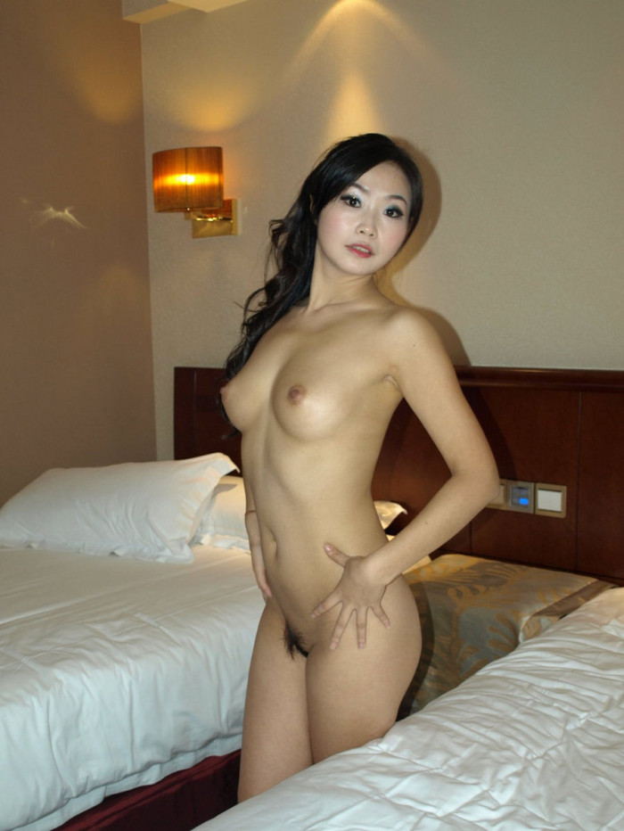 naked japan girl in hotel