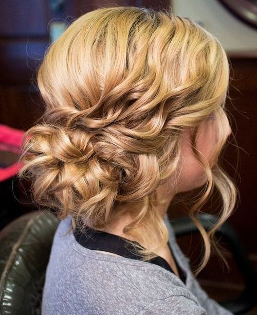 20 Medium Curly Hairstyles for Every Occasion