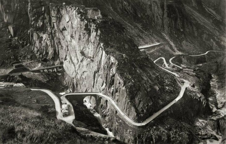1934 aerial view of the Teufelsbrucke
