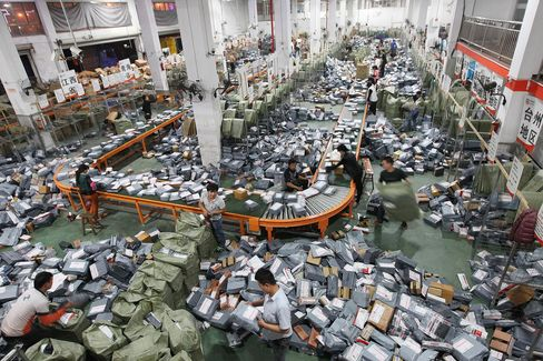 Couriers sort express packages at assembly line in Wenzhou on Nov. 12, 2014. Online shopping websites offered massive discounts on Singles' Day every year on Nov. 11.