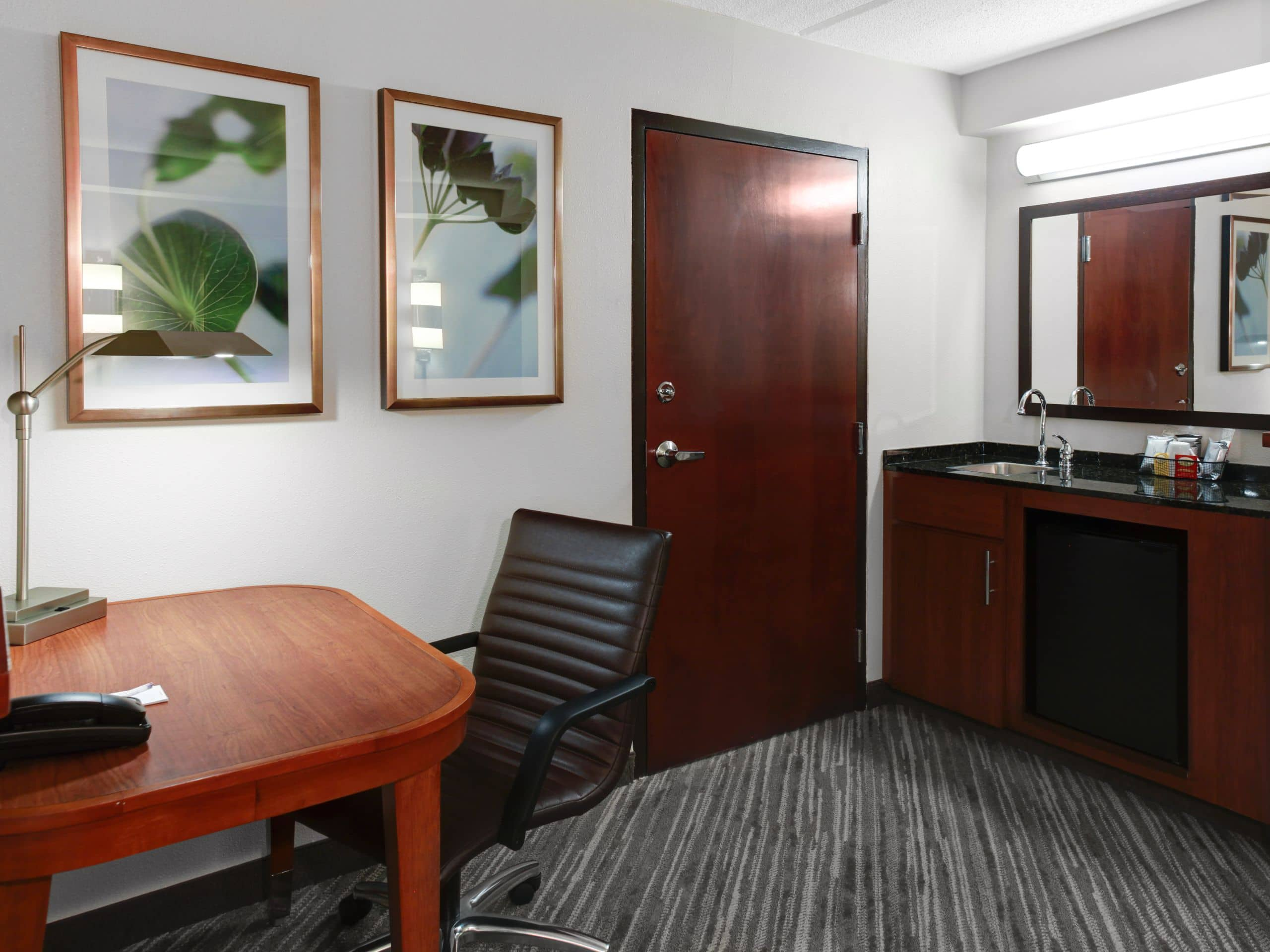 Comfortable Hyatt Place Ago Itasca P050 Guestroom Desk Wet Bar What Is Wet Bar Meaning What Is A Kitchenette Wet Bar houzz 01 What Is A Wet Bar