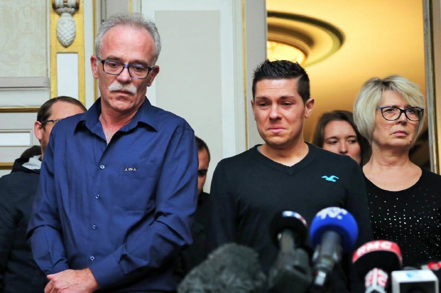 Husband admits grisly killing that gripped France   New Straits      L R  father of murdered Alexia Daval  Jean Pierre Fouillot  her husband  Jonathan Daval and her mother Isabelle Fouillot giving a press conference  at the