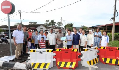 1,000 Taman Tasek Jaya residents protest closure of ...